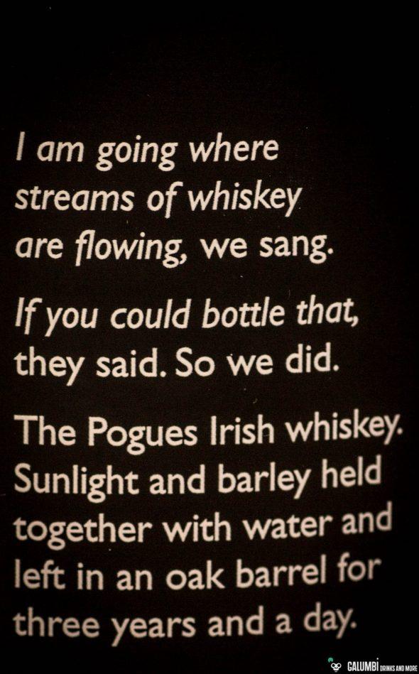 """Mit 3 Jahren und einem Tag Fassreifung liegt der The Pogues Irish Whiskey gerade oberhalb der Mindestanforderung für die Bezeichnung """"Whiskey"""". Auch wenn davon auszugehen ist, dass im Blend auch ältere Tropfen enthalten sein dürften."""