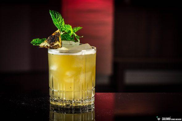 grilled-pineapple-rum-smash