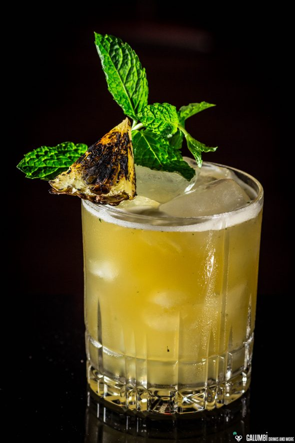 grilled-pineapple-rum-smash